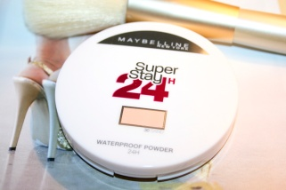 poudre-waterproof-super-stay-24h-maybelline-1